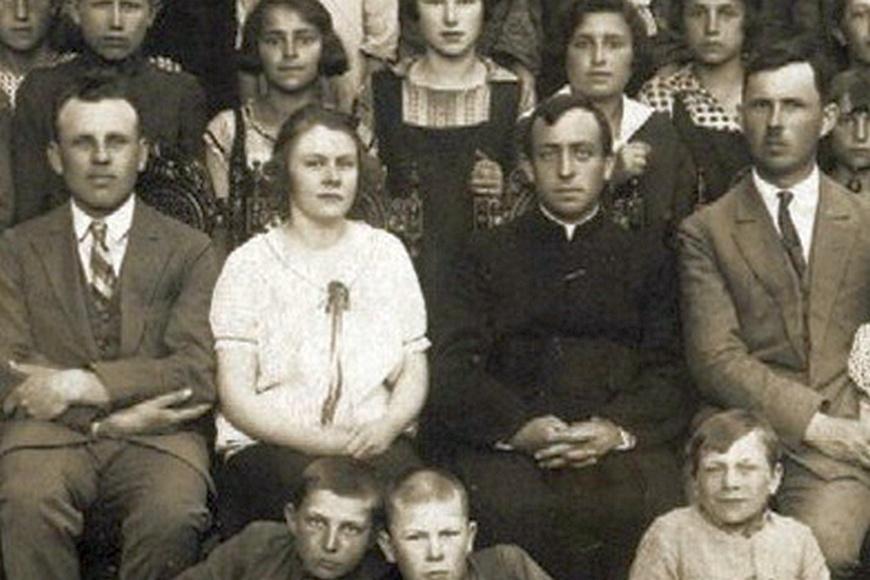 Kadra pedagogiczna z 1928 roku. Od lewej: T. Szulkowski, O. Piranowska, ks. Płoński i A. Olejnik