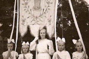 Chorągiew zkościoła wAndrzejewie, rok 1957