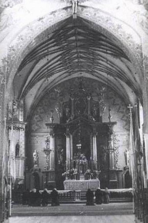 Prezbiterium kościośa w Andrzejewie - układ przedsoborowy
