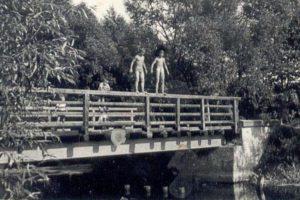 Most narzece Mały Brok wokolicy kościoła, ok. 1965 r.