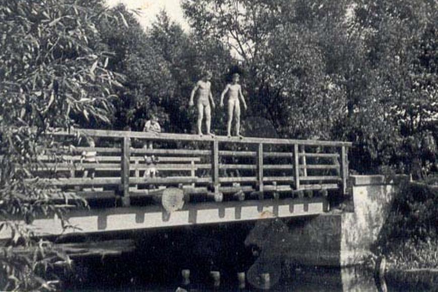 Most na rzece Mały Brok w okolicy kościoła, ok. 1965 r.