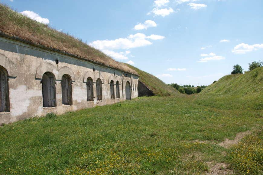 Fragment jednego z fortów w Piątnicy na których zginął Franciszek