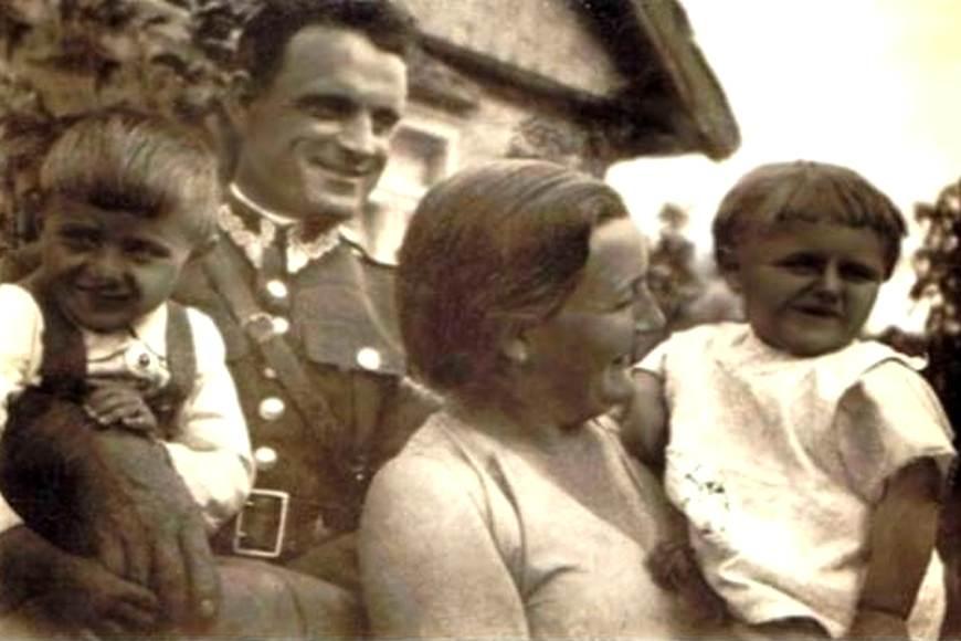 W 1928 r. Walerian Iwanowski założył rodzinę (na zdjęciu z żoną Felicją i synami)