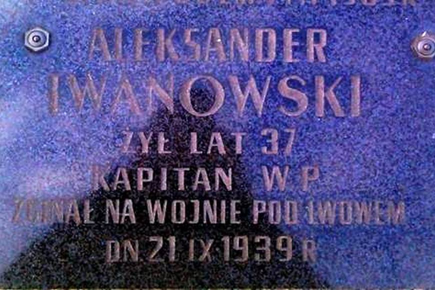 Tablica z symbolicznego grobu Waleriana Aleksandra Iwanowskiego kapitana WP, który zginął w wieku 37 lat podczas obrony Lwowa dnia 21 .09.1939 r.