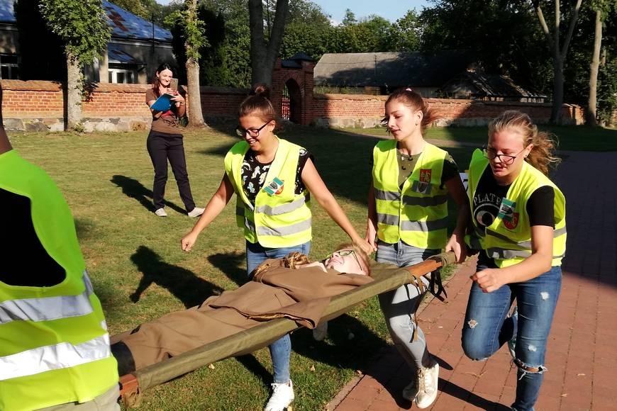 Jednym z zadań było udzielenie pomocy rannemu żołnierzowi