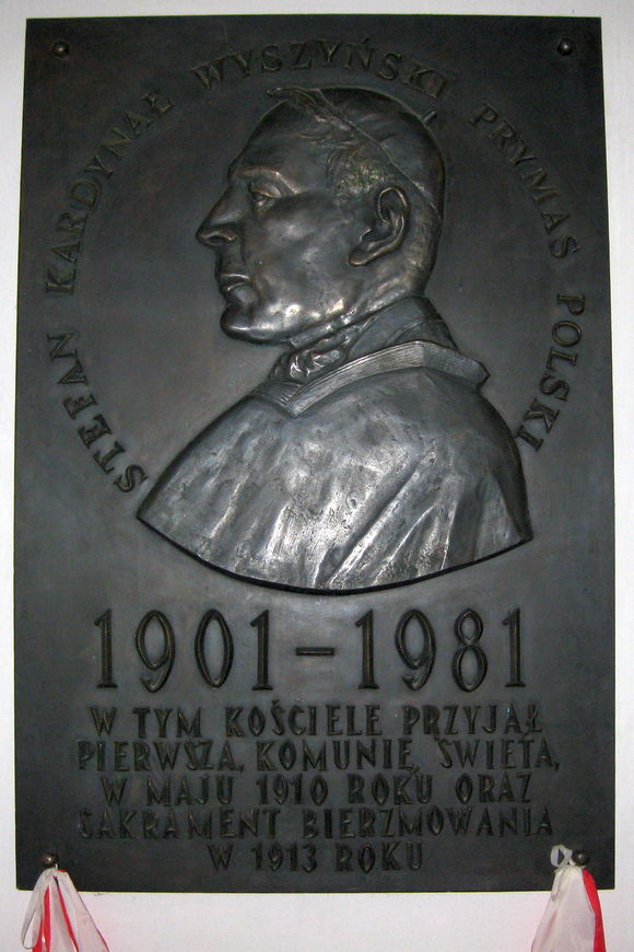 Tablica upamiętniająca Prymasa Tysiąclecia wkościele wAndrzejewie