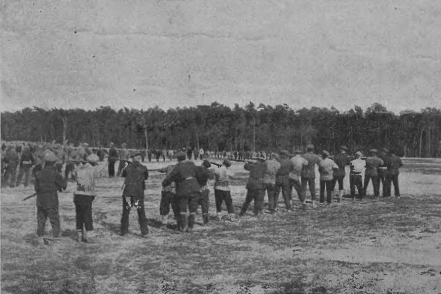 Lipiec 1920 – szkolenie ochotników wJabłonnie. Wstępne ćwiczenia zkarabinem wręku