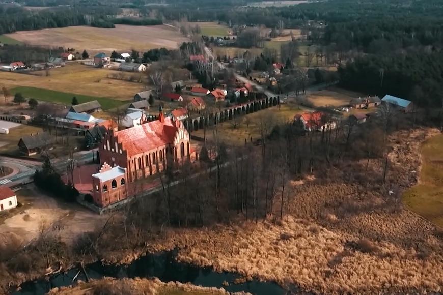 Kadr z filmu TV Trwam: Wyszyński - historia, odc. 1: Zuzela