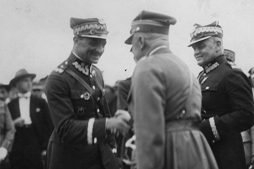 Gen. Włodzimierz Zagórski (zlewej) wlipcu 1920 roku wrandze podpułkownika został pierwszym dowódca Dywizji Ochotniczej. Zdjęcie pochodzi zezbiorów Narodowego Archiwum Cyfrowego.