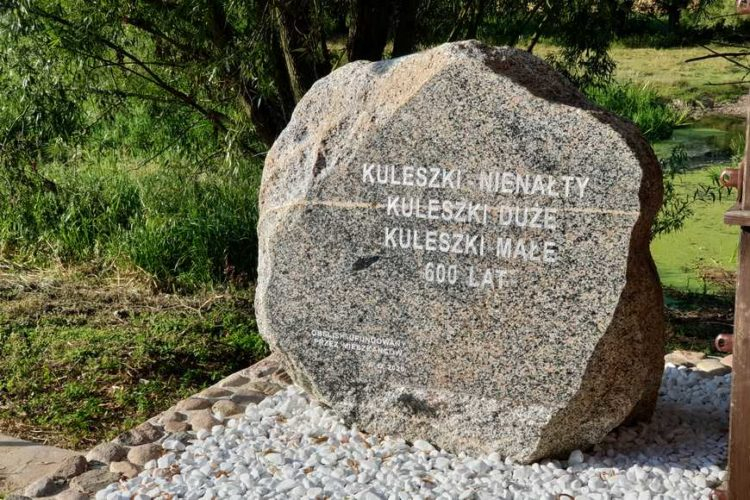Obelisk ufundowany w 2020 roku przez mieszkańców wsi Kuleszki