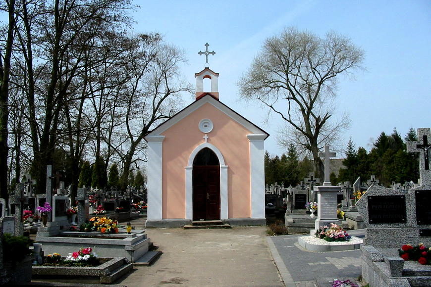 Kaplica na cmentarzu w Andrzejewie. Tu odprawiono pierwszą Mszę Świętą po przejściu frontu latem 1915 roku.